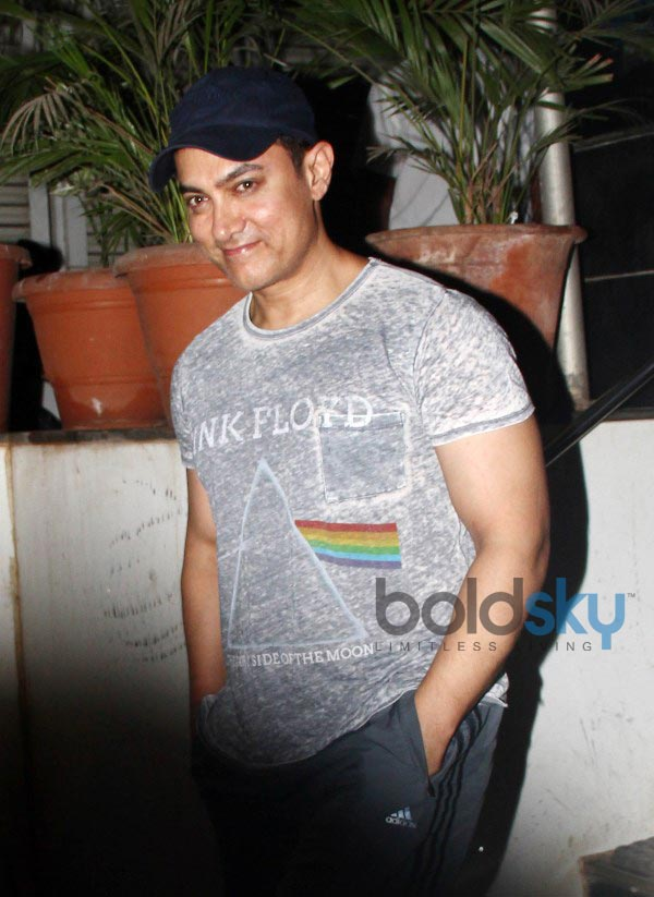 Aamir Khan snapped at Pathology Hospital in Bandra