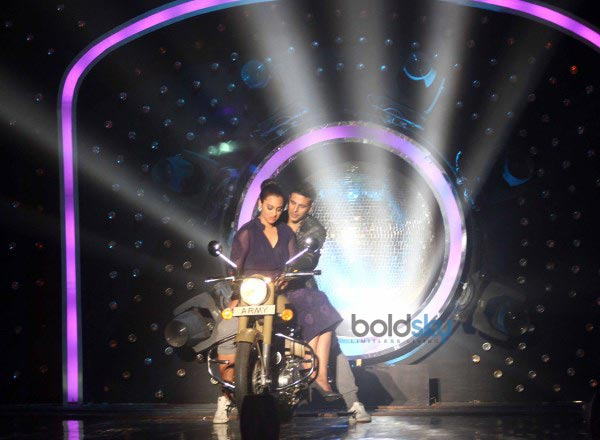 Akshay Kumar and Sonakshi Sinha at Jhalak Dikhla Jaa Season 7