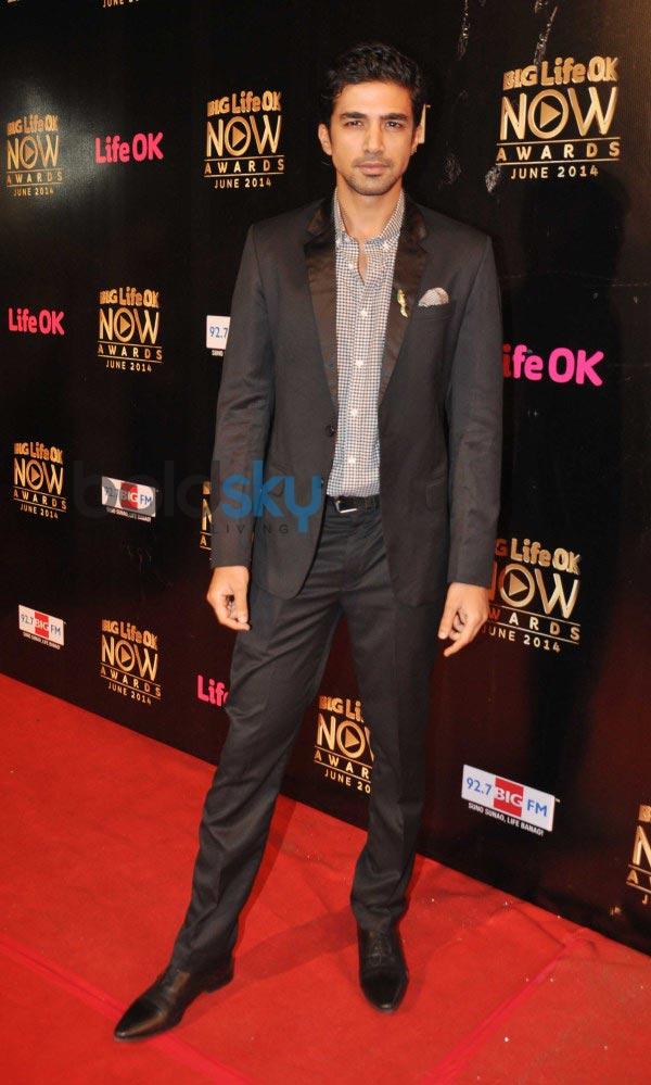 Bollywood Celebs stuns at Life Ok Awards