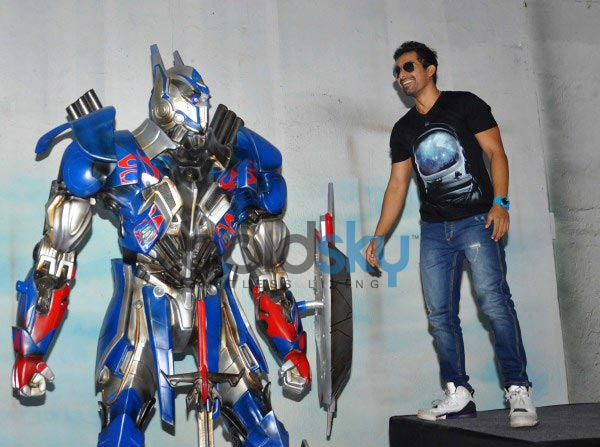 Celebs at Unveiling of Transformers 4 Lead Robots