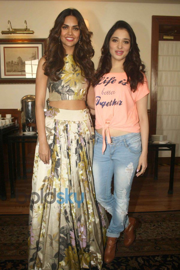 Esha Gupta stuns during Humshakals Film Press Meet