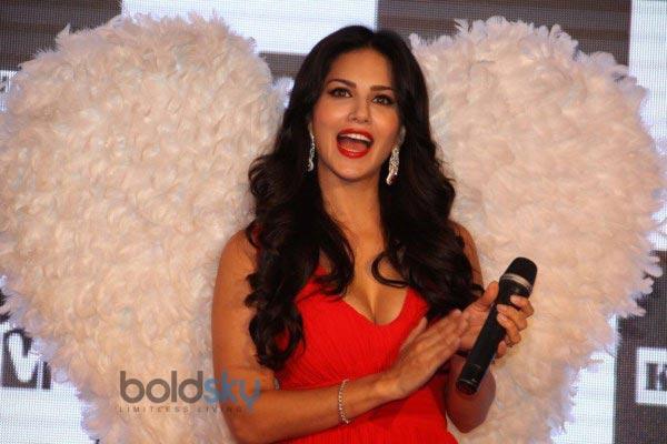 Sunny Leone stuns at MTV Splits Villa Press Meet