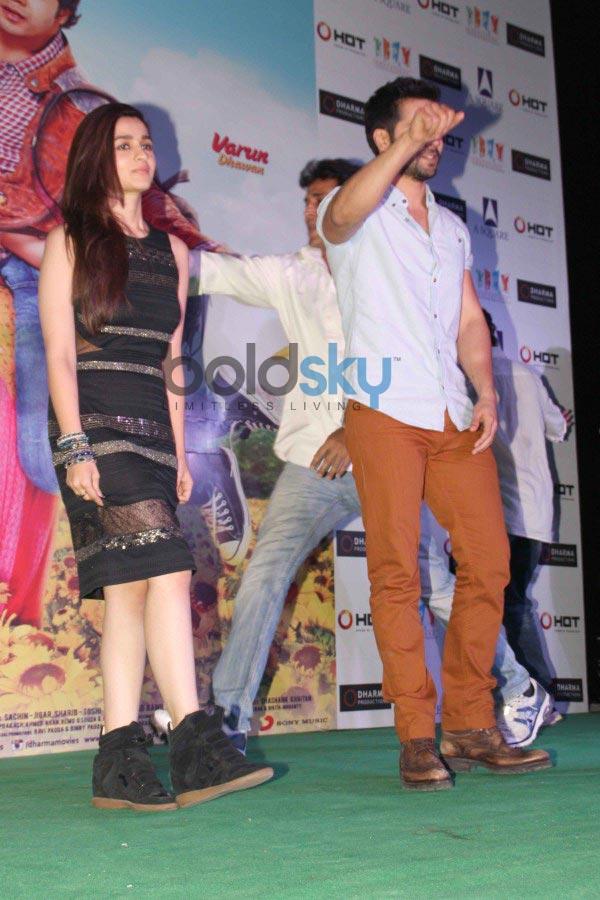 Alia Bhatt stuns at Humpty Sharma Ki Dulhania Promotion