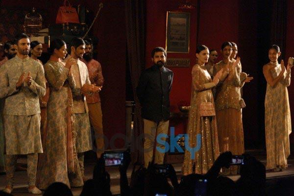 Rani Mukerji stuns at ICW 2014 Sabyasachi Show
