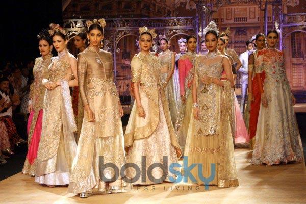 Ileana DCruz stuns at ICW 2014 Sulakshana Couture