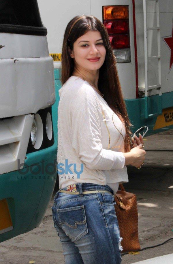 Bipasha Basu and Kainaat Arora snapped at Filmistan Studio