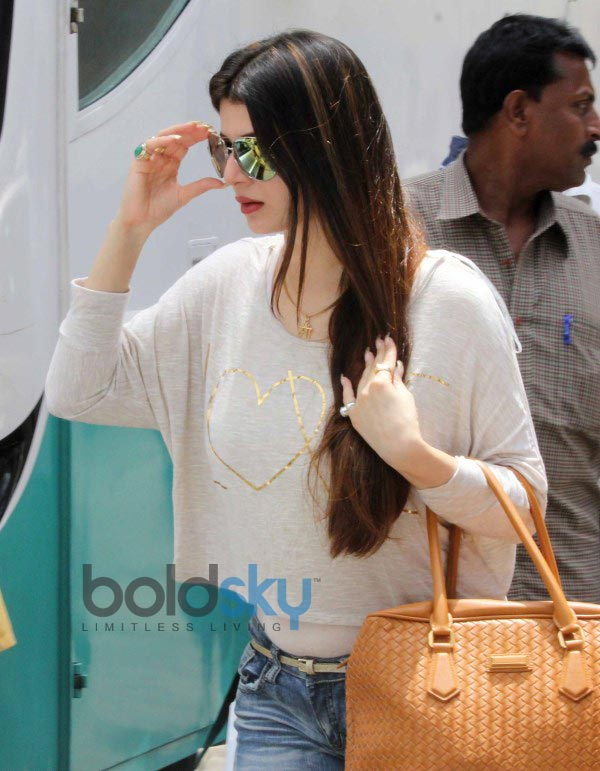 Bipasha Basu and Kainaat Arora snapped at Filmistan Studio