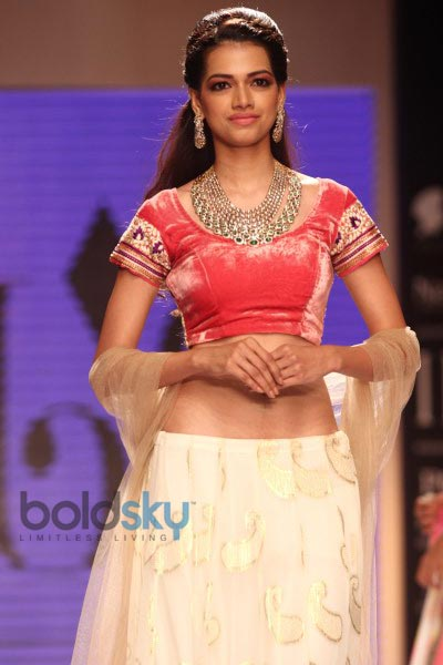 Kalki Koechlin stuns at IIJW 2014