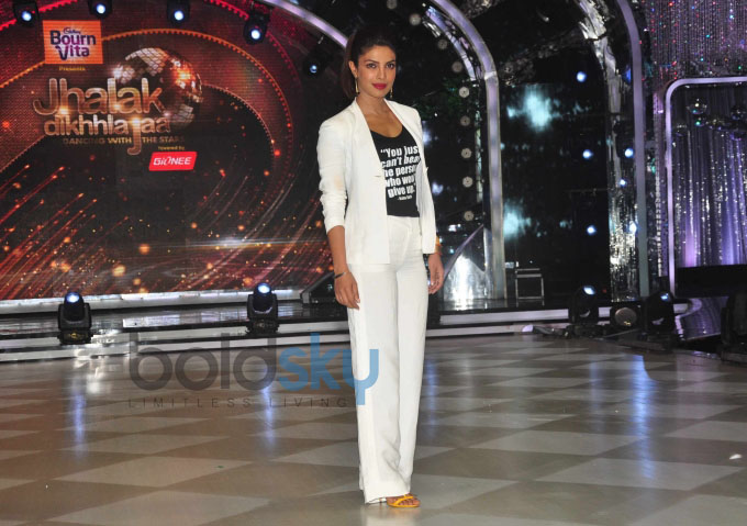 Mary Kom Promotion on the sets of Jhalak Dikhhla Jaa 7