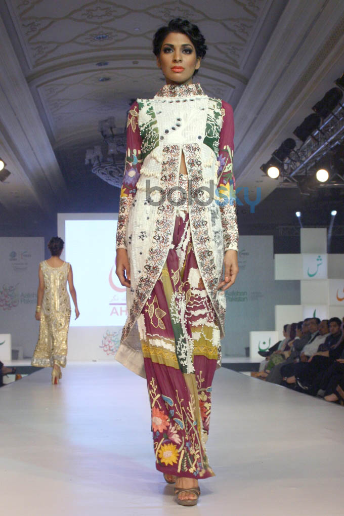 Aalishan Pakistan Fashion Show In New Delhi Photos Pics 266724 Boldsky Gallery Boldsky Gallery