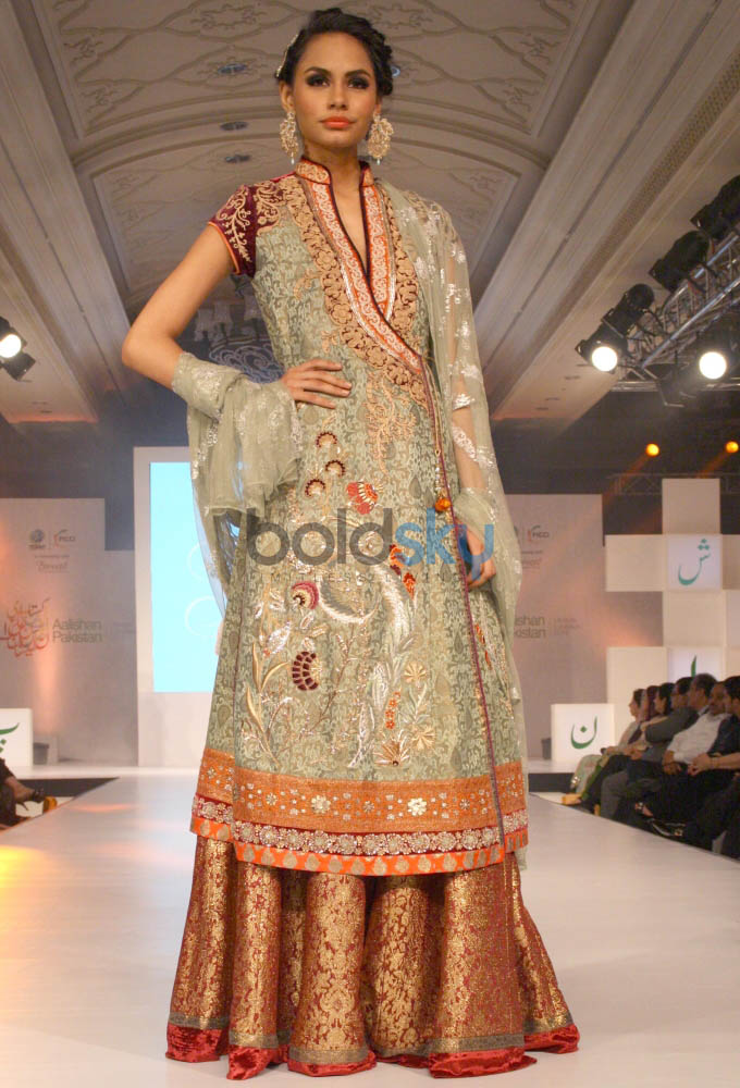 Aalishan Pakistan Fashion Show In New Delhi Photos Pics 266729 Boldsky Gallery Boldsky Gallery