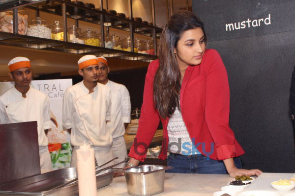 Parineeti Chopra and Aditya Roy Kapur live cooking to promote Daawat -E- Ishq at Mistral Restaurant