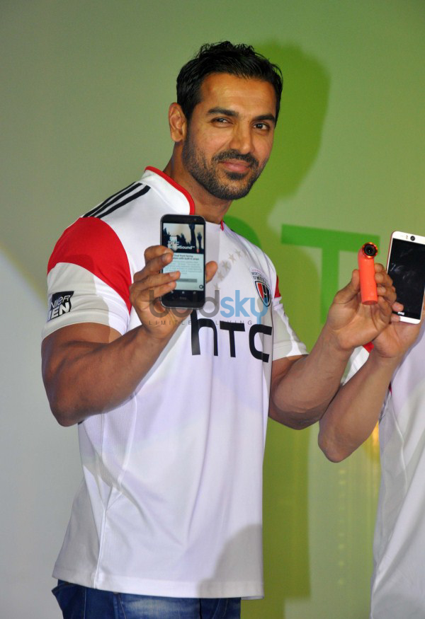 John Abraham Launches HTC Desire Eye And RE Camera