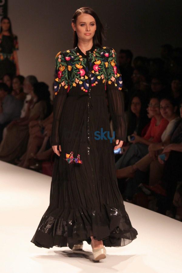 Wills India Fashion Week 2015 Mynah 39 S By Reynu Tandon