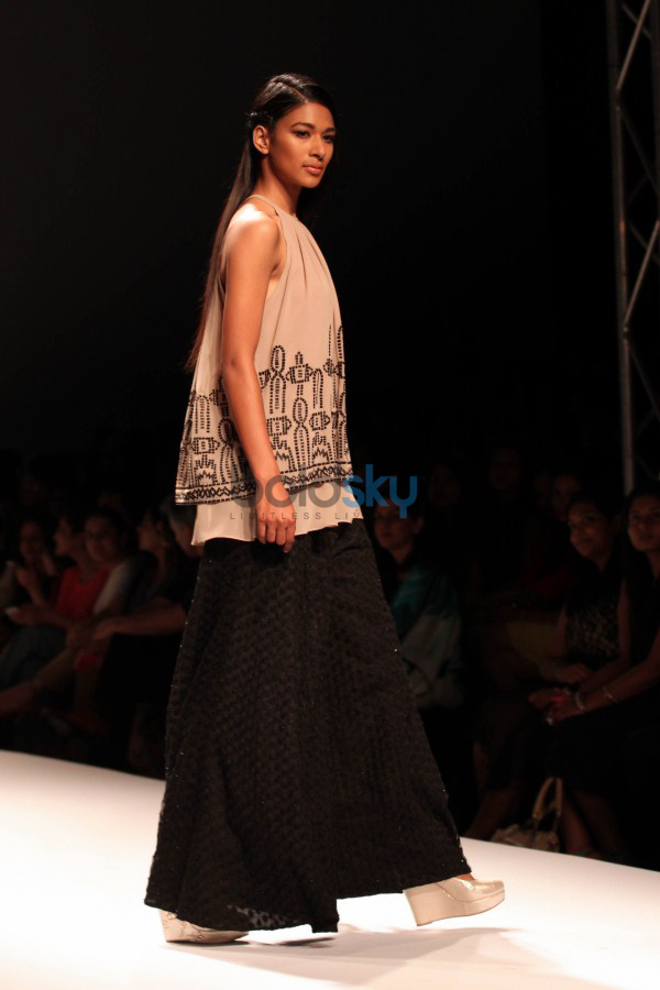 Wills India Fashion Week 2015 - mynah's By Reynu Tandon