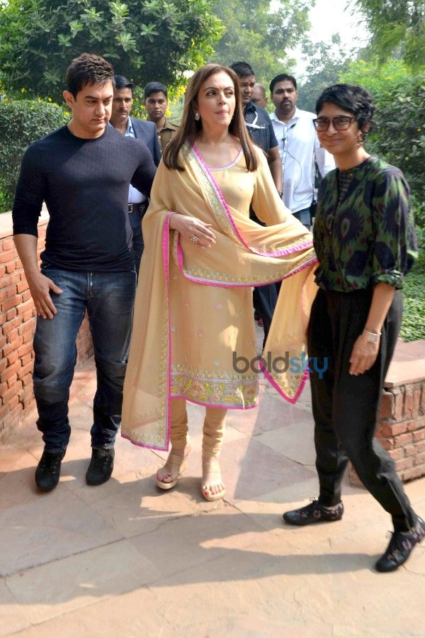 Aamir Khan, Kiran Rao And Nita Ambani At Agra