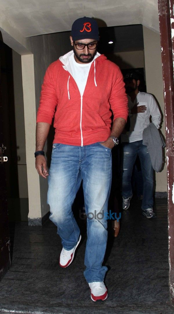 Aishwarya Rai And Abhishek bachchan Spotted At PVR