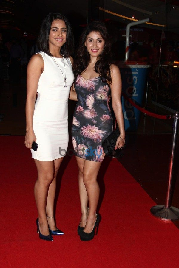 TrailerTaunch Of 'Sharafat Gayi Tel Lene' At cinemax