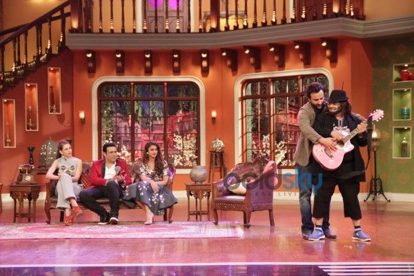 Happy Ending Star Cast At The Sets Of Comedy Nights With Kapil