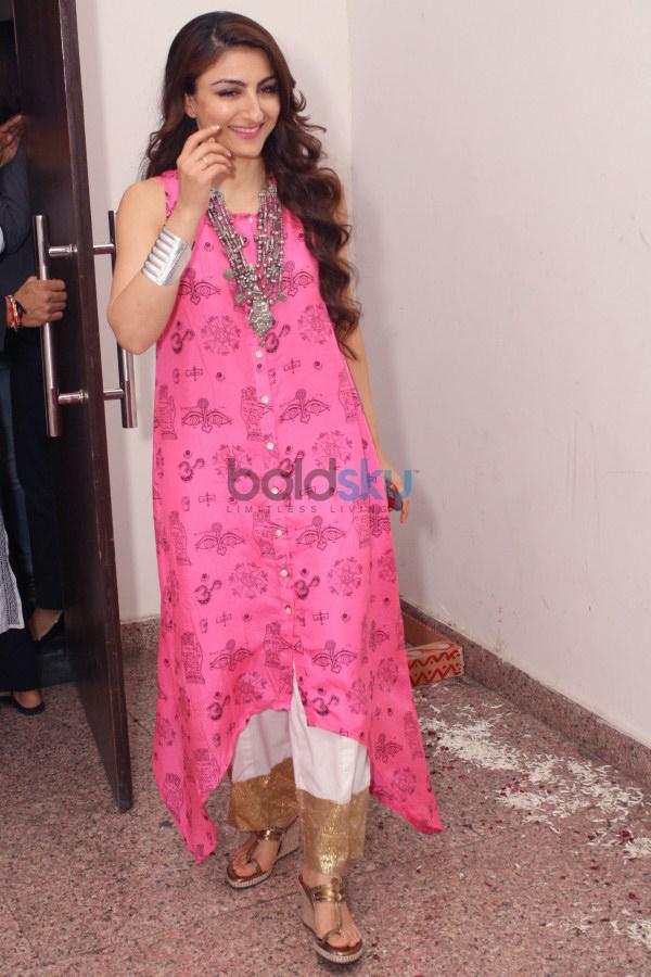Soha Ali Khan At Trailer launch Of 'October 31' Movie