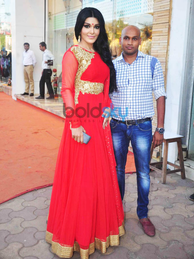 Koena Mitra Inaugurated Designer Gagan Kumar's Store In Santacruz