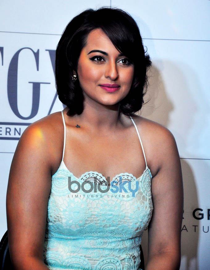 Sonakshi Sinha Launches American Eye Wear Brand Foster Grants In India