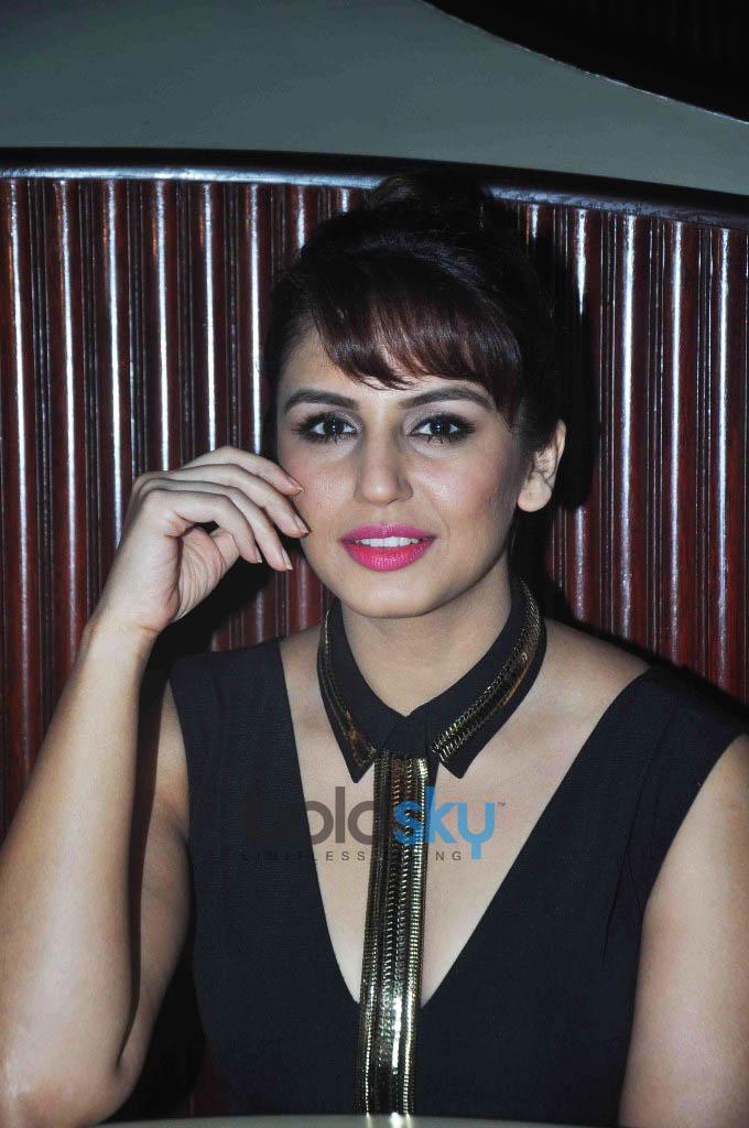 Gorgeous Huma Qureshi Launches Oriflame 'The One' Cosmetics Range