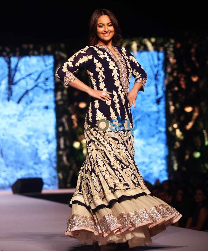 Sonakshi Sinha- A Goddess On The Ramp