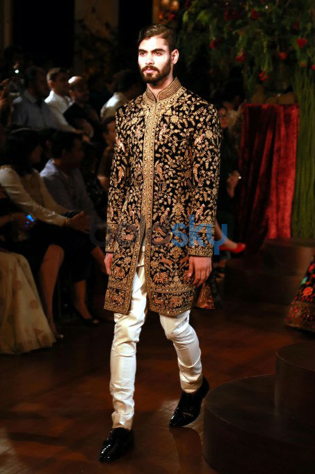 Designer Rohit Bal Show At Aifw 2015 Photos Pics 290446