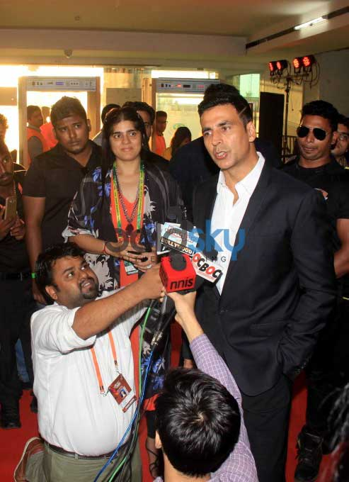 Akshay Kumar With Mumbai Rockets At The Premier Badminton League