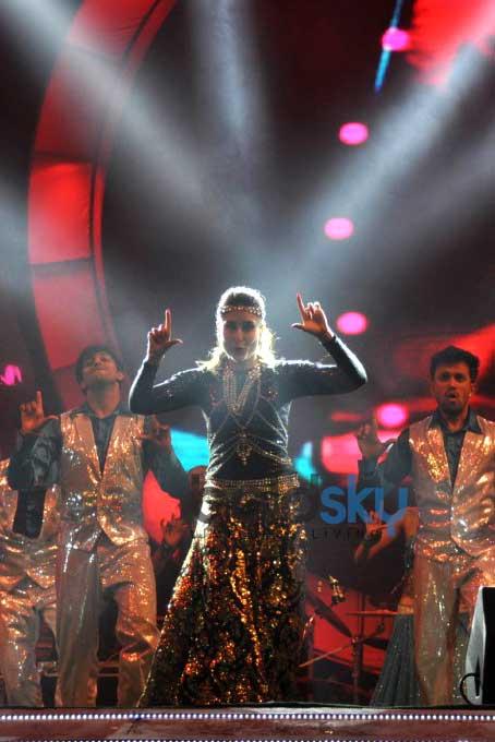 Kareena, Sonam And Karishma Tanna Dazzle On Stage At Saifai Mahotsav
