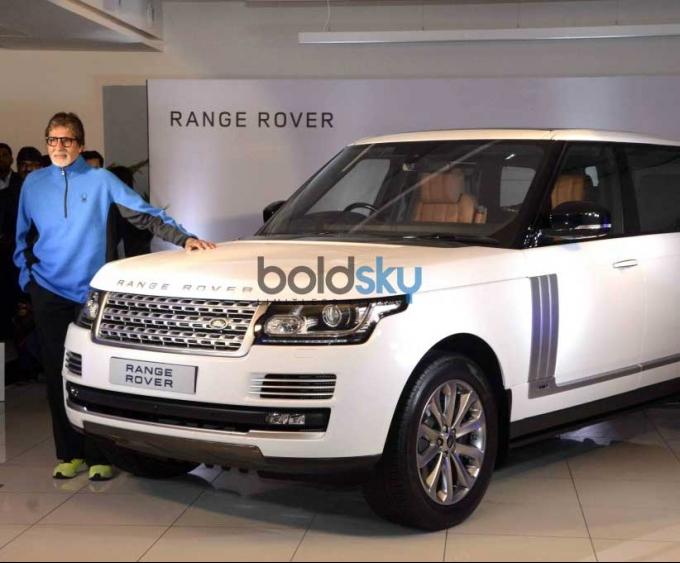 amitabh bachchan gets a brand new range rover photos pics 304460 boldsky gallery boldsky. Black Bedroom Furniture Sets. Home Design Ideas