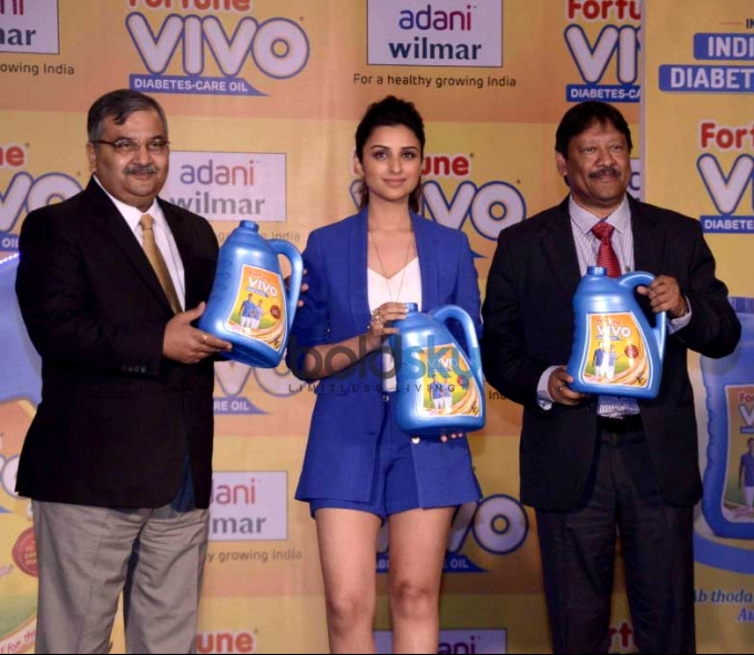 Parineeti Chopra Unveils Adani Wilmar Fortune Vivo Oil
