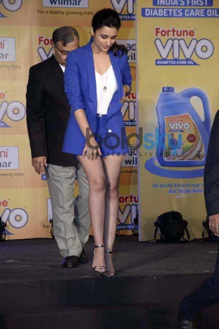 Parineeti Chopra Unveils Adani Wilmar Fortune Vivo Oil