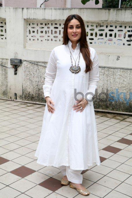 f6c6f7d22fa87 The Gorgeous Kareena Kapoor Glows In A White Anarkali Photos - Pics ...