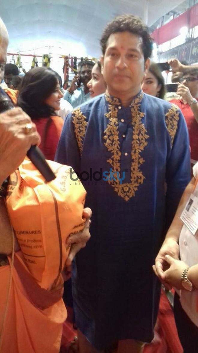 Aishwarya Rai Bachchan And Sachin Tendulkar With Wife At GSB GANPATI WADALA