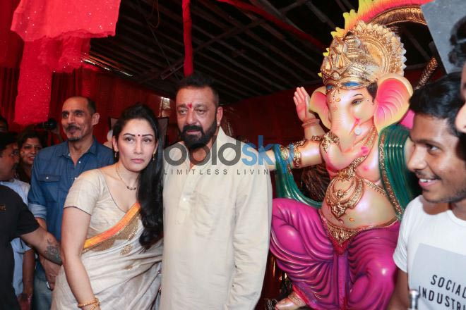 Sanjay Dutt Along With Manyata Dutt Performs Aarti At Jogeshwari