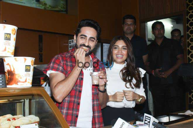 Ayushmann Khurrana And Bhumi Pednekar  Visit Theater