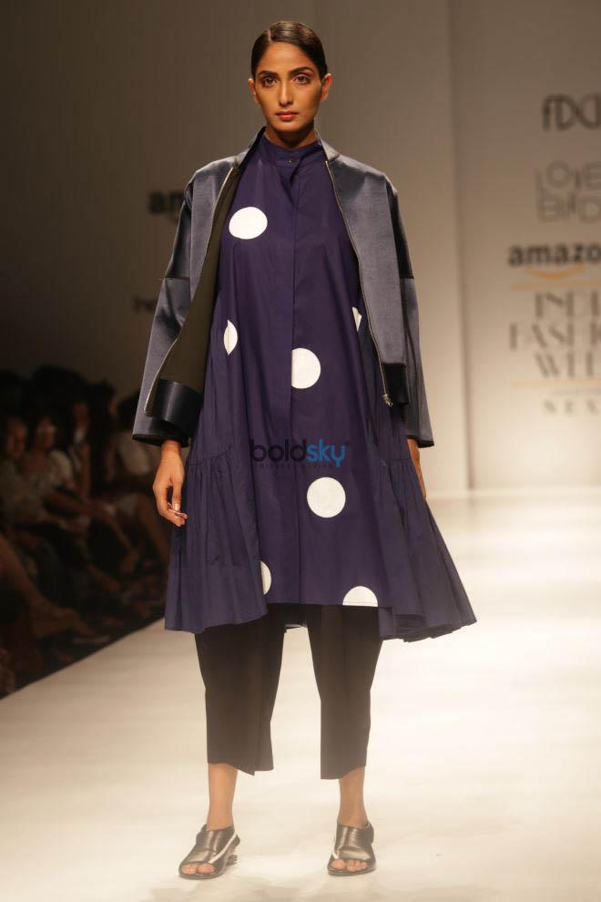 Designer Lovebirds At Amazon India Fashion Week In New Delhi Photos Pics 331682 Boldsky