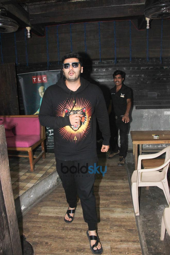 Arjun kapoor spotted at hakim aalim salon in bandra photos for Aalim hakim salon