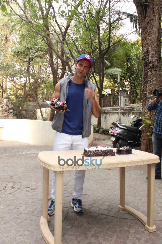 Hrithik Roshan Celebrates Birthday With Media