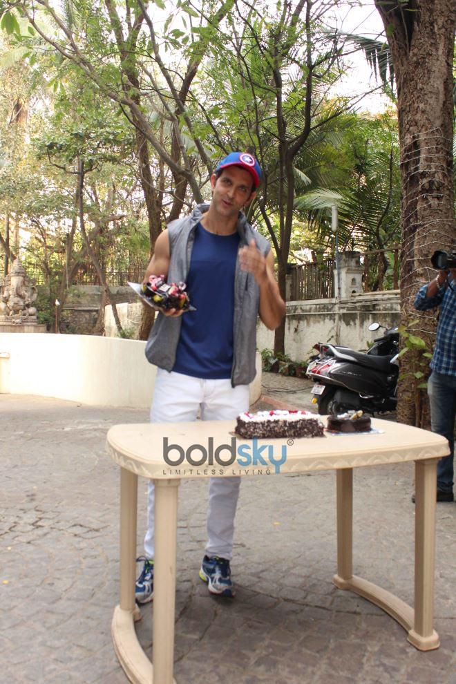 Hrithik Roshan Celebrates Birthday With Media