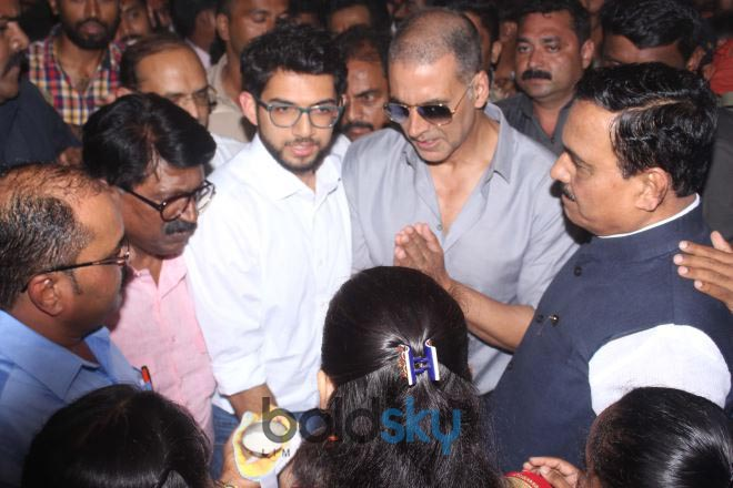 Akshay Kumar At The Inauguration Of pad Vending Machine
