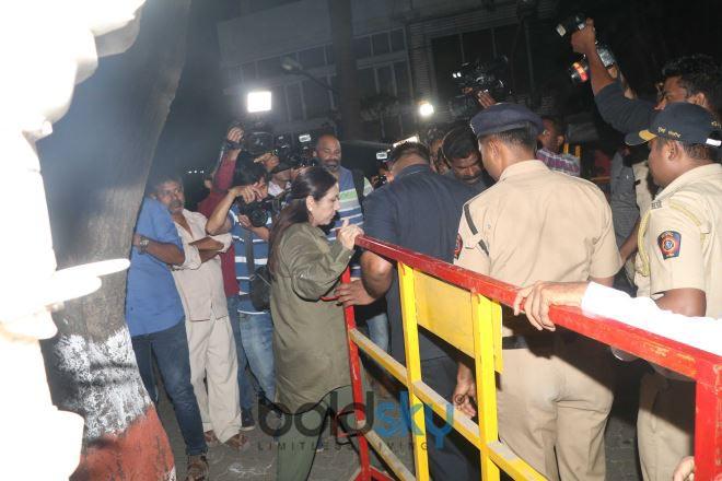 Celebs Meets Jhanvi Kapoor At Anil Kapoor House