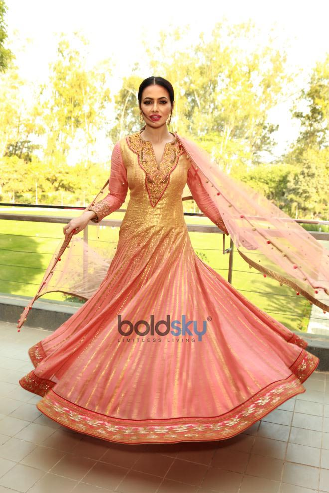 Reynu Taandon SS'18 Bridal And Wedding Collection With Actress Sana Khan Displaying The Outfits