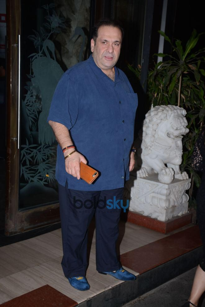 Kareena And Karisma Kapoor Celebrate Randhir Kapoor's 71st Birthday