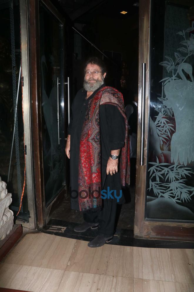 Kareena And Karisma Kapoor Celebrate Randhir Kapoor's 71st Birthday