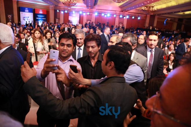 Shah Rukh Khan With Donald Trump Jr. And Other Business Leaders  In New Delhi
