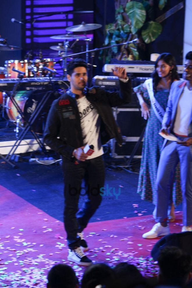 Siddharth Malhotra At Grand National Finale Of 10th Edition Of OPPO Times Fresh Face