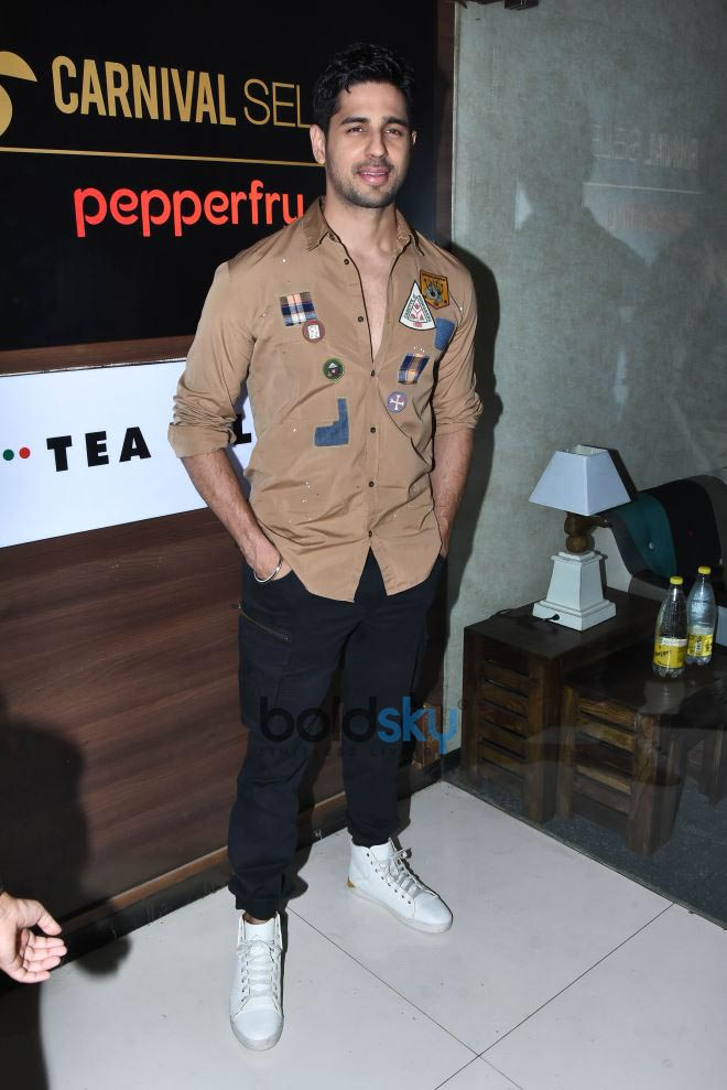 Sidharth Malhotra & Rakul Preet singh Launch Of New Carnival Select Lounge